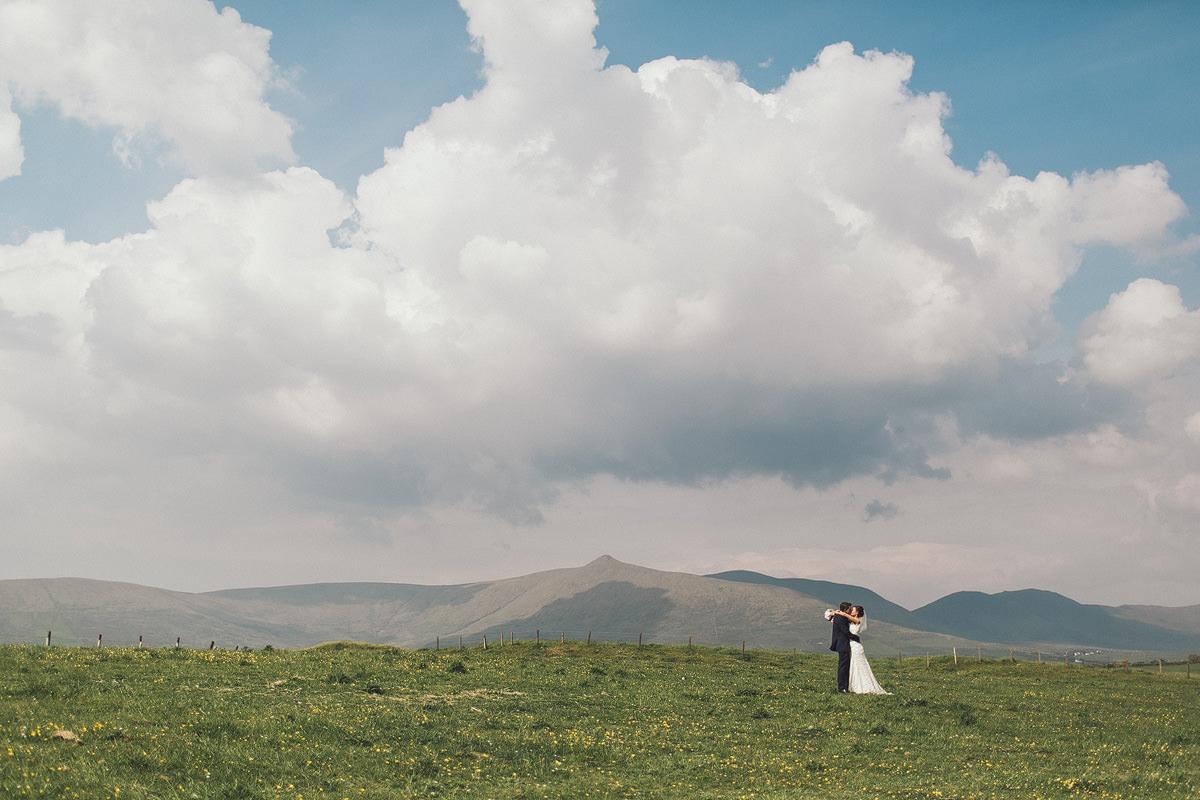 E+S | Ireland beach wedding ceremony |  Dingle wedding photography | Ballintaggart House 14