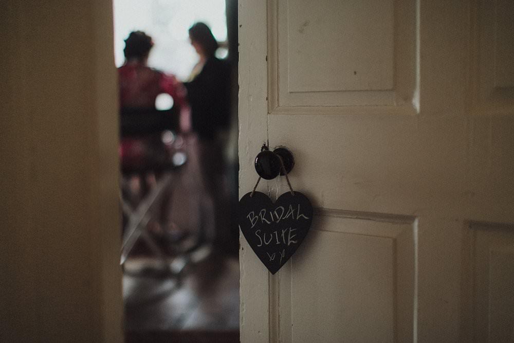 killyon-manor-alternative-outdoor-wedding-0012